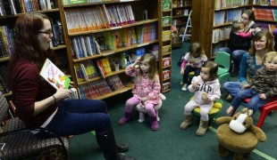 "Children gather for the weekly book reading by Cae Dornfeld at The Bookies bookstore. The group listens as Dornfeld reads Dr. Seuss' ""Mr. Brown Can Moo! Can You?"" (Kathryn Scott Osler, The Denver Post)"